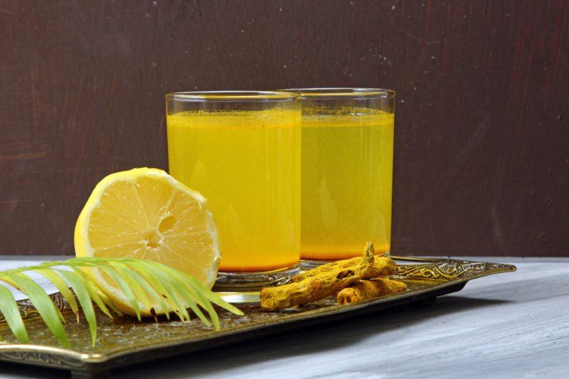 Turmeric detox drink with lemon